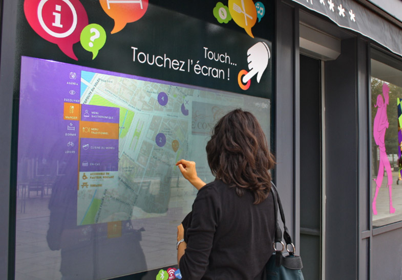 Vitrine tactile interactive